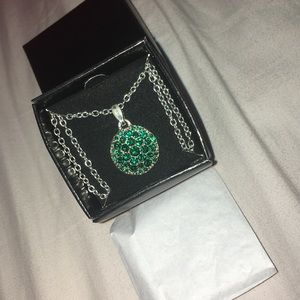 Avon Emerald Birthstone (May) Necklace